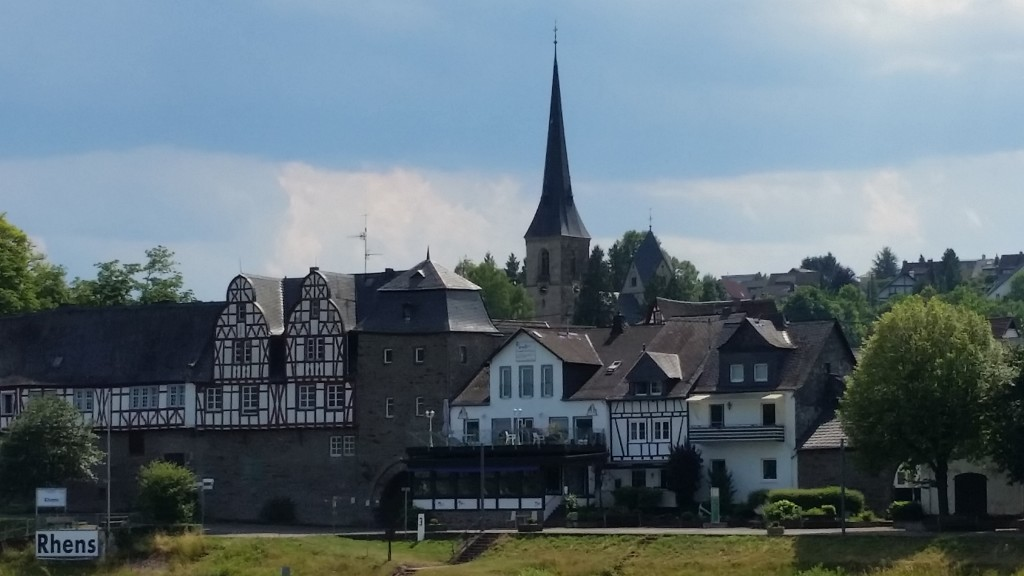 The tidy town of Rhens.